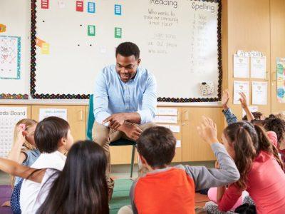 5 วิธีเพื่อรักษาความสนใจของนักเรียนในห้องเรียนไว้